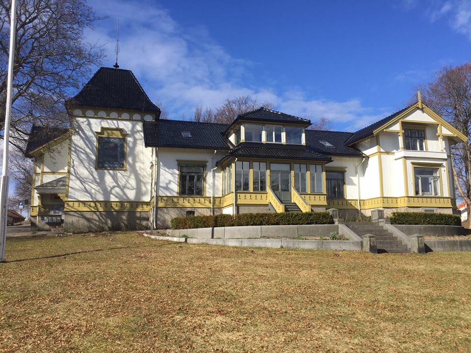 Villa Møllebakken, St. Olavsgate 6 i Tønsberg huser også kretskontoret.
